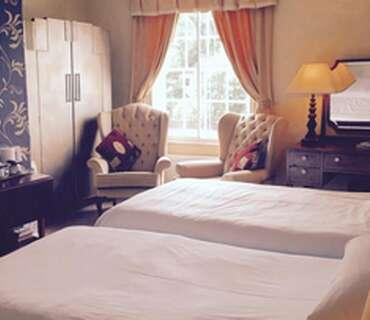 Gold - Twin En-suite Room