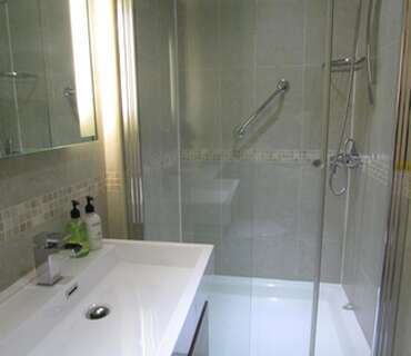 Luxury Twin En-suite for one adult