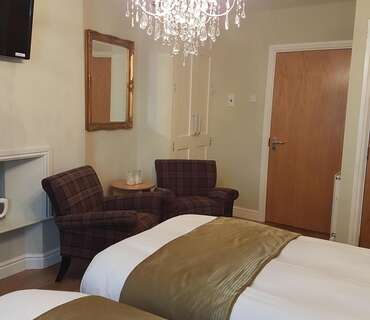 Deluxe Twin En-suite Room (inc. Breakfast)