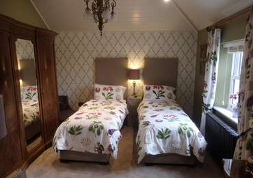 The Amaryllis Twin En-suite Room (inc. Breakfast)