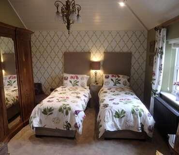 The Amaryllis Twin En-suite Room (inc. Breakfast)