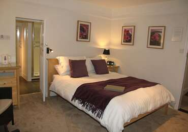 Double room with En suite shower room - Breakfast included