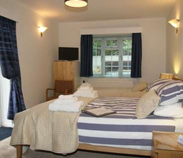Family Room - Ground floor - (has use of ground floor shared bathrooms) - Breakfast included