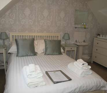 Triple Room - first floor (has use of shared ground floor bathrooms) - Breakfast included