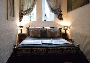 Cell Room - Small Double en-suite room (inc. Breakfast)