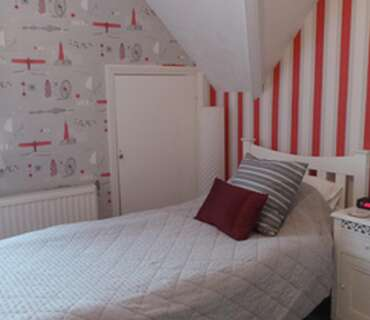Single with Ensuite Bath including Breakfast