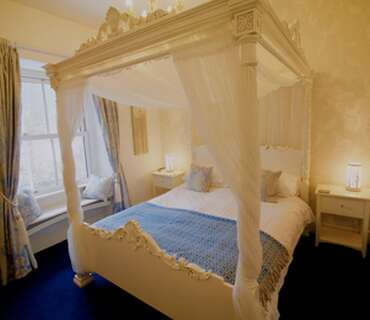 Romantic Four Poster Room, King-Size bed, En-Suite, 1st Floor (Room 3)