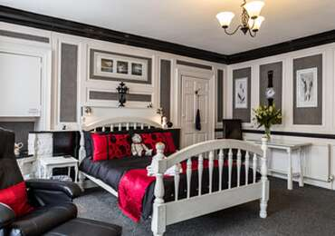 Double En-suite Room (inc. Breakfast) sleeps upto 4 with 2 pull out beds