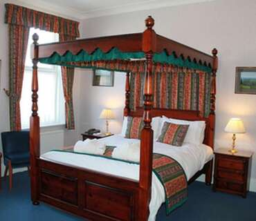 Dinner, Bed And Breakfast - Four Poster Room - First Floor