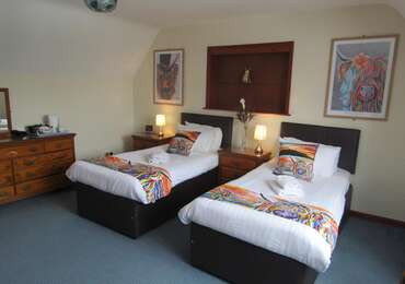Rm 15 Twin lodge (bath)