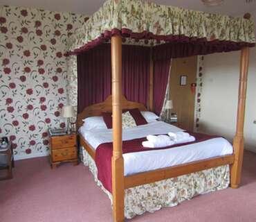 Rm 5 Pine Bridal Suite