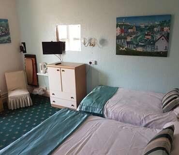 Triple Bedded Ensuite Room (inc Continental Breakfast)