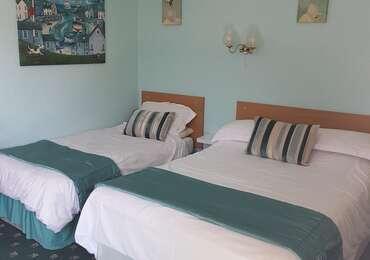 Family (3)or twin room En suite (inc. Continental Breakfast)