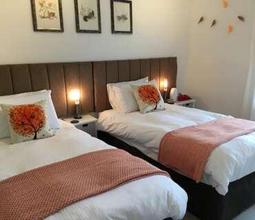 1.Twin En-suite Room (inc. Breakfast)